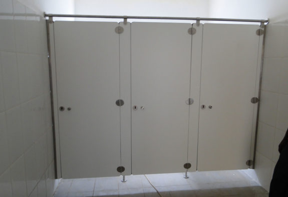 wet cubicle partitions
